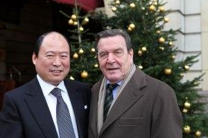 China, Schroeder und der Weihnachtsbaum