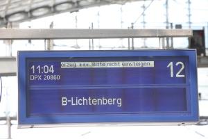 22.05.2015, Germany, Berlin,Berlins Wirtschaftssenatorin Cornelia Yzer begrŸ§te Abellio Deutschland in der Hauptstadt. Einer der fŸhrenden privaten Anbieter im šffentlichen Personennahverkehr in Deutschland verlagerte sein Headquarter von Essen nach Berlin. Das bundesweit expandierende Bahnunternehmen will nach Aussagen des Vorsitzenden der GeschŠftsfŸhrung, Stefan Krenz, den Wettbewerb auf der Schiene mit dem Abellio-Benchmarking in Sachen QualitŠt, Service sowie Preis-LeistungsverhŠltnis weiter voranzutreiben. ãWo ginge das besser als in Berlin, das sich zum deutschen Zentrum fŸr den Bahnsektor entwickelt hatÒ, so Krenz bei einer Pressekonferenz im Zug auf der Fahrt zwischen dem Berliner Hauptbahnhof und Lichtenberg.  © Frank Ossenbrink Media Group GmbH , politikfoto@hotmail.com  Bankverbindung: Landsberg-Ammersee Bank, BLZ 70091600, Kto-Nr: 250058, www.politikfoto.de, Steuernummer 502/5221/1111, Finanzamt Bonn-Innenstadt